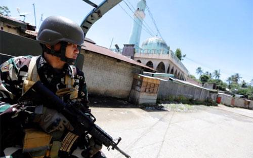 Một binh sỹ quân đội Philippines ở Marawi hôm 1/7 - Ảnh: Reuters.<br>