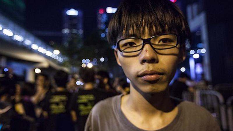 Thủ lĩnh sinh viên Hồng Kông biểu tình Joshua Wong trong cuộc biểu tình hồi năm 2014 - Ảnh: WSJ.<br>
