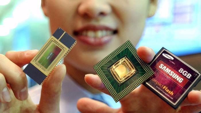 Các nhà phân tích nói rằng giá con chip nhớ tăng là nhân tố quan trọng  nhất giúp Samsung rút ngắn khoảng cách và sớm vượt qua Intel - Ảnh: Reuters/FT.<br>