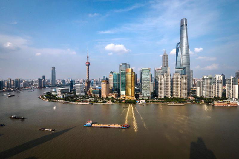 Trong suốt hai thập niên, đường chân trời của Thượng Hải đã được xem là biểu tượng cho sự phát triển và hiện đại hóa kinh tế của Trung Quốc - Ảnh: Feature China/Barcroft Media/Bloomberg.