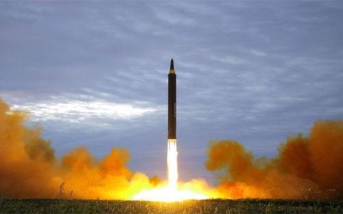 Một vụ phóng tên lửa tầm trung của Triều Tiên - Ảnh: KCNA/Reuters.<br>