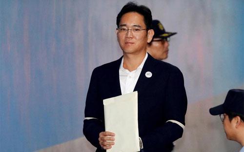Chủ tịch Samsung Jay Y. Lee xuất hiện tại một tòa án ở Seoul ngày 12/10 - Ảnh: Reuters.