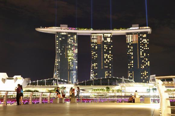 Khu nghỉ dưỡng-sòng bạc nổi tiếng Marina Bay Sands của Singapore - Ảnh: Nikkei Asian Review.<br>
