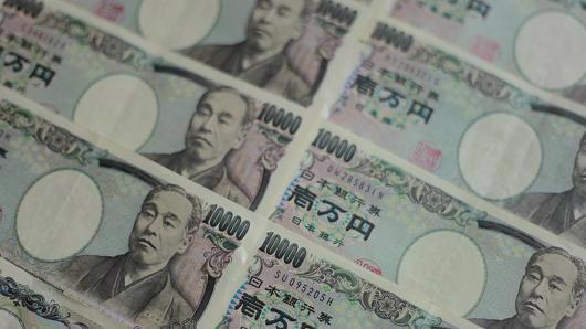 Vào chiều ngày thứ Sáu theo giờ Việt Nam, tỷ giá đồng Yên so với USD đã tăng lên mức cao nhất trong 8 tuần - Ảnh: CNBC.<br>