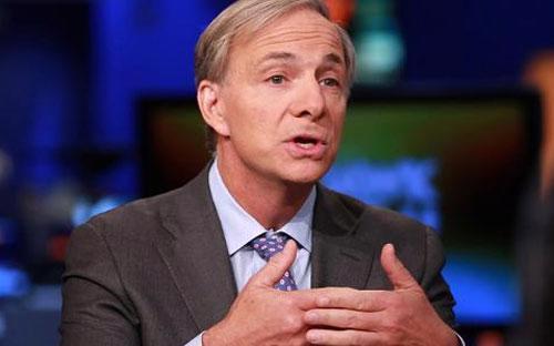 Nhà quản lý quỹ đầu cơ Ray Dalio.<br>