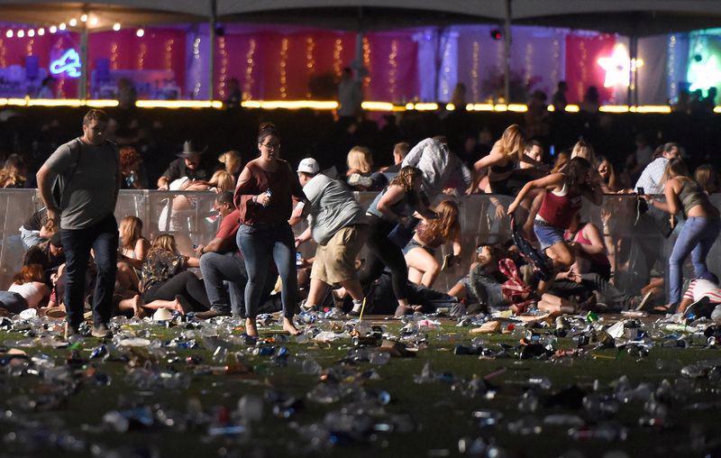 Một góc hiện trường vụ xả súng tại buổi biểu diễn âm nhạc ở Las Vegas ngày 1/10 - Ảnh: Getty/Bloomberg.<br>