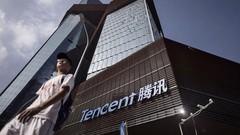 Tencent để tuột vị trí trong top 10 công ty vốn hóa lớn nhất thế giới vào tay Exxon Mobil - Ảnh: Bloomberg.