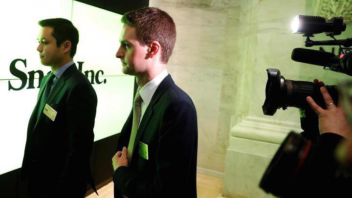 Hai nhà đồng sáng lập Snapchat Evan Spiegel (phải) và Bobby Murphy (trái) - Ảnh: CNBC.