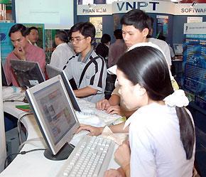 Theo thống kê, Hà Nội dẫn đầu cả nước về mức chi tiêu cho hàng điện tử - công nghệ thông tin với mức chi là 186 USD/năm.