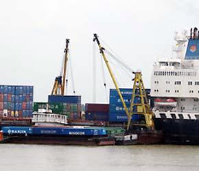 Lượng hàng hóa qua hệ thống cảng biển Việt Nam được dự báo vào năm 2010 sẽ đạt 230-250 triệu tấn/năm và 500-550 triệu tấn/năm vào năm 2020.