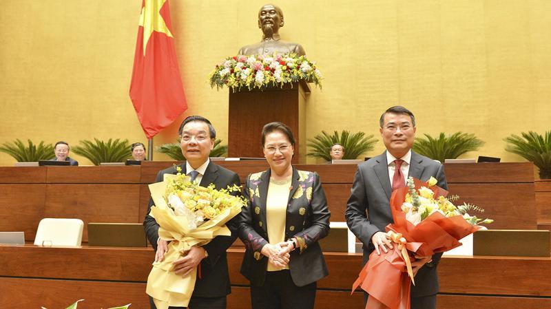 Chủ tịch Quốc hội Nguyễn Thị Kim Ngân tin tưởng ông Chu Ngọc Anh và ông Lê Minh Hưng sẽ tiếp tục phấn đấu hoàn thành tốt nhiệm vụ mới được phân công - Ảnh: Quochoi.vn