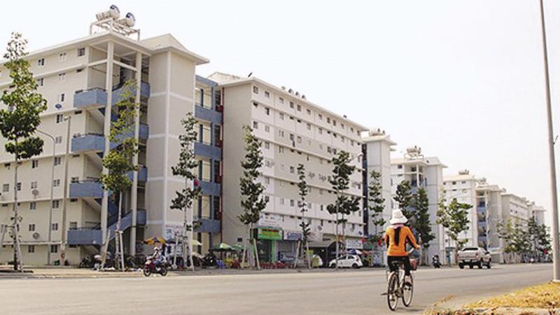Ngân hàng Thế giới (WB) cho biết có khoảng 1,8 triệu hộ gia đình Việt Nam sẽ chịu tác động của thuế tài sản và đánh giá thuế nhà ở chỉ tác động tới khoảng 23.000 hộ nghèo.