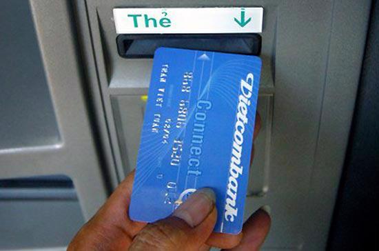 Ngân hàng Ngoại thương (Vietcombank) cho biết đã có kế hoạch chuẩn bị chi tiết để hệ thống ATM đón một cái tết suôn sẻ - Ảnh: Việt Tuấn.