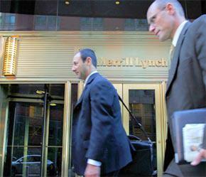 Trước trụ sở Merrill Lynch, tập đoàn đầu tư tài chính lớn tại Mỹ - Ảnh: Bloomberg.