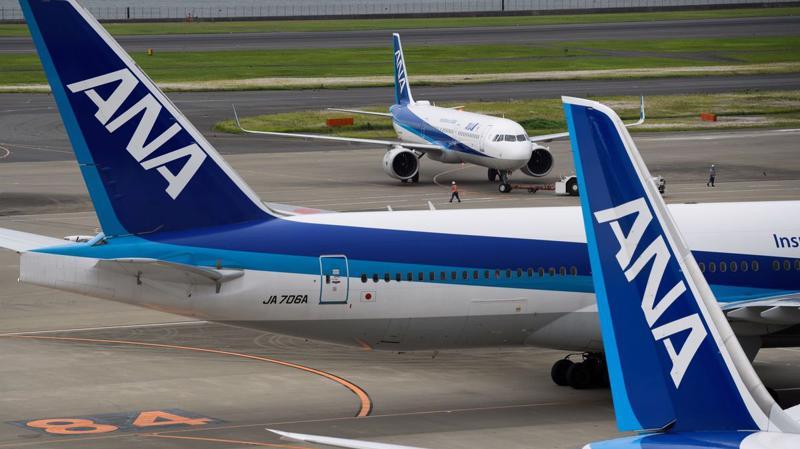 ANA và JAL đang khai thác lần lượt 19 và 13 chiếc Boeing 777 với cùng động cơ Pratt & Whitney PW4000 gặp sự cố bốc cháy của United Airlines - Ảnh: NHK