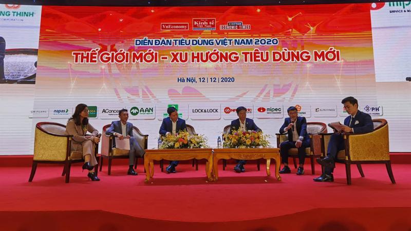 Các diễn giả tham gia toạ đàm tại chương trình Tin dùng Việt Nam năm 2020 do Tạp chí Kinh tế Việt Nam tổ chức ngày 12/12.