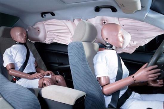 Dây an toàn và túi khí là hai thiết bị an toàn rất hữu dụng cho người ngồi trong xe.