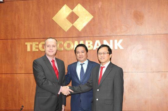 Techcombank cho biết ông Simon Morris và ông Nguyễn Đức Vinh sẽ tiếp tục phối hợp chặt chẽ với nhau.