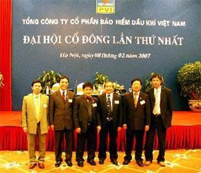Hội đồng Quản trị của PVI. Từ trái sang phải: ông Tôn Thiện Việt, ông Nguyễn Anh Tuấn, ông Trần Văn Kim, ông Lương Đức Hảo (đại diện Tập đoàn Dầu khí), ông Lê Văn Hùng, ông Nguyễn Tiến Dũng.