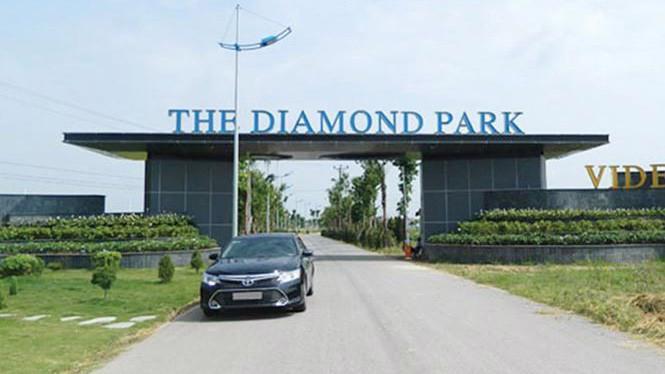 Theo quyết định của UBND thành phố Hà Nội, The Diamond Park là dự án nhà ở xã hội, song phần lớn diện tích được chủ đầu tư dành cho biệt thự và nhà liền kề.