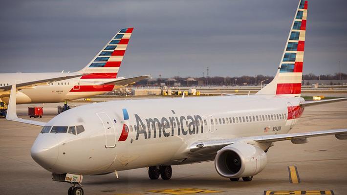 American Airlines mang đến sự thoải mái tối đa nhờ vào không gian rộng rãi, ghế ngồi có thể ngả thành giường phục vụ kèm với bộ chăn gối cùng đồ vệ sinh cá nhân đến từ thương hiệu Casper nổi tiếng.