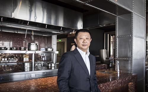 Zhang Yong, nhà đồng sáng lập, chủ tịch của Haidilao, một trong những chuỗi nhà hàng lẩu thành công nhất tại Trung Quốc - Ảnh: Bloomberg.