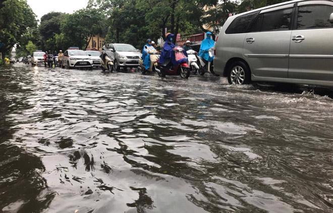 Hà Nội cứ mưa là ngập