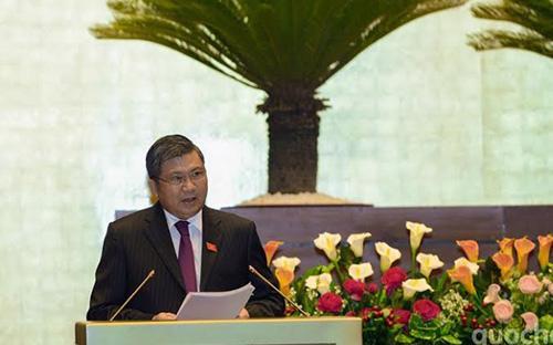 Chủ nhiệm Ủy ban Kinh tế Nguyễn Văn Giàu trình bày báo cáo thẩm tra dự án Luật Đấu giá tài sản.<br>