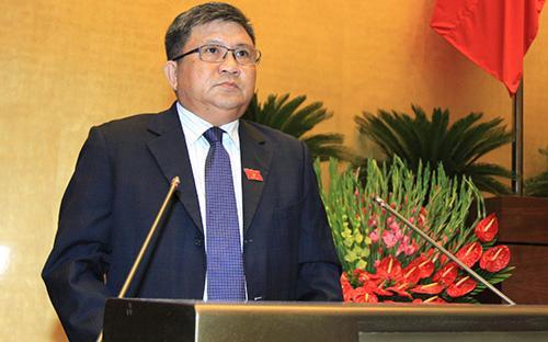 Chủ nhiệm Ủy ban Kinh tế Nguyễn Văn Giàu trình bày báo cáo thẩm tra về tình hình kinh tế - xã hội.<br>