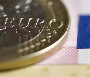 Sự rớt giá mạnh của Euro là lý do chính khiến giá vàng giá dầu sụt sâu trong những phiên gần đây.