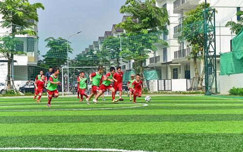 Câu lạc bộ bóng đá nhí Vinhomes Thăng Long hoạt động rất sôi nổi.