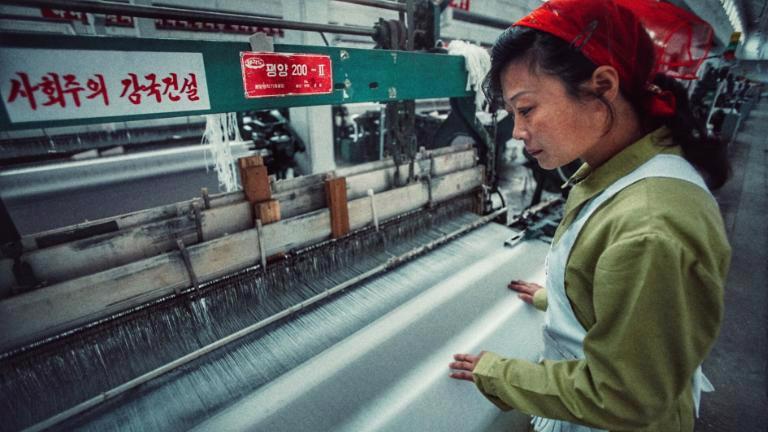 Theo các chuyên gia về Triều Tiên, người dân nước này nghèo đói nhưng được giáo dục, trong khi đó chi phí lao động ở đây lại thấp hơn nhiều so với các quốc gia láng giềng.