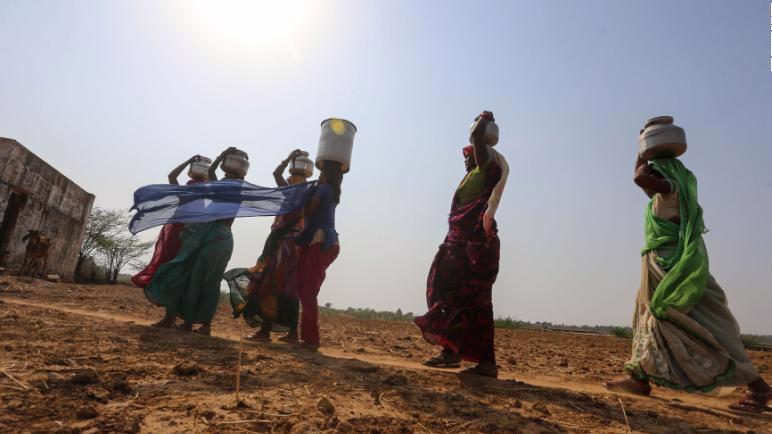 Ấn Độ chỉ có 4% lượng nước toàn cầu nhưng lại có tới 16% dân số toàn cầu - Ảnh: AP/Getty Images.