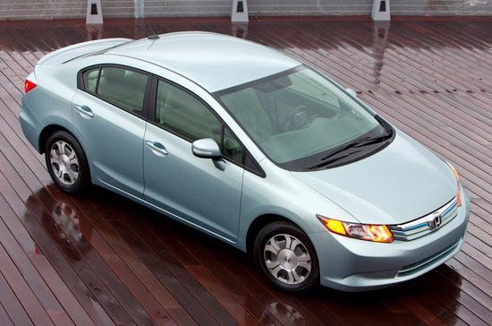 """Honda Civic 2012 bị đánh giá thấp vì chất liệu nội thất """"có vẻ rẻ tiền"""", cách âm kém, cơ cấu lái kém linh hoạt cộng thêm phanh hoạt động không hiệu quả như phiên bản cũ - Ảnh Carscoop."""
