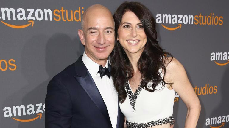 Jeff Bezos và vợ cũ MacKenzie Bezos - Ảnh: Gett Images.