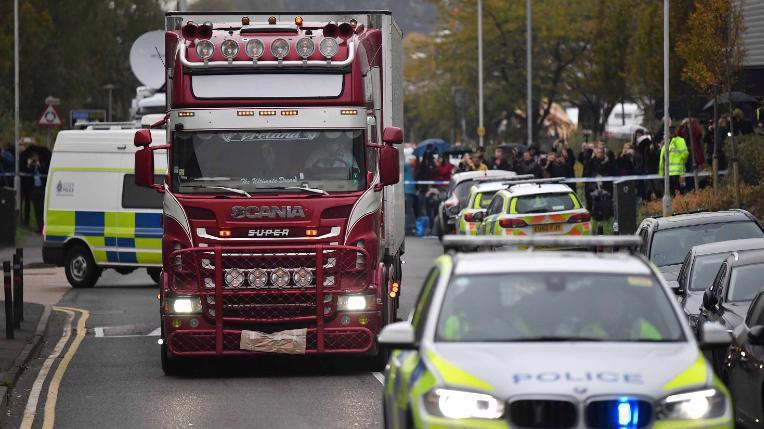 Xe tải chở theo 39 thi thể được phát hiện vào sáng ngày 23/10 - Ảnh: Getty Images.