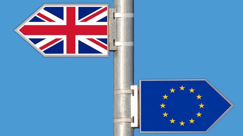 Brexit không có thỏa thuận sẽ là đòn giáng nặng về kinh tế với cả Anh và EU - Ảnh: AP