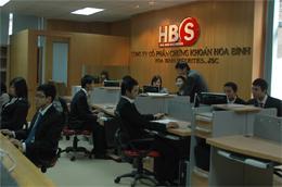 HBS có vốn điều lệ thực góp là 300 tỷ đồng, trụ sở chính đặt tại tầng 1 - 2, tòa nhà 34 Hai Bà Trưng, Hà Nội.