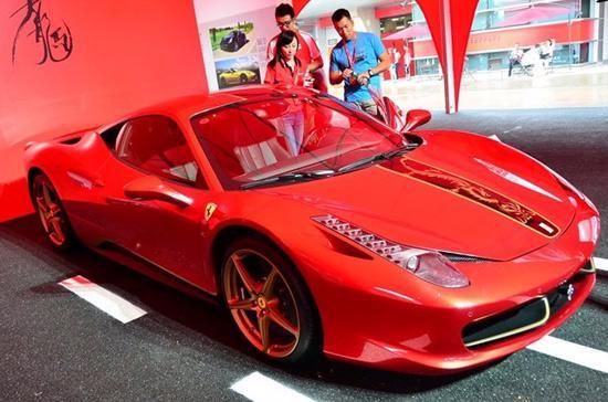 Tại Trung Quốc, Ferrari 458 Italia phiên bản Rồng có giá 879.000 USD - Ảnh: Ferrari China.
