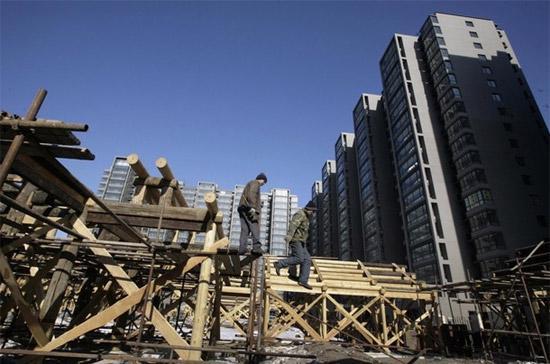 Doanh số thị trường nhà đất của Trung Quốc tính theo diện tích mặt sàn trong năm 2009 tăng 42% so với năm 2008, đạt mức 937 triệu m2 - Ảnh: Reuters.
