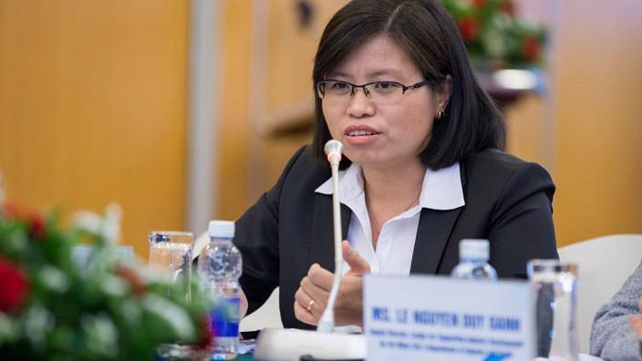 Bà Vương Thị Huyền, Phó tổng giám đốc kiêm giám đốc Khối khách hàng doanh nghiệp.