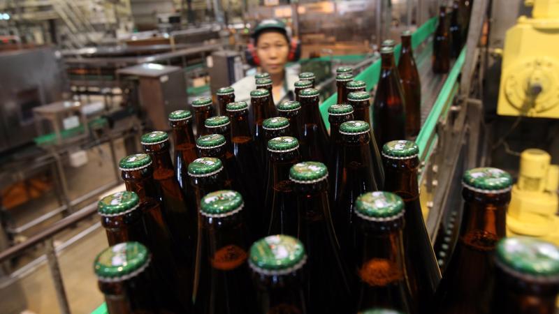 Cổ phiếu của ThaiBev đã tăng tới 5,2% trong phiên giao dịch ngày 29/11 tại sàn chứng khoán Singapore - Ảnh: Getty Images.