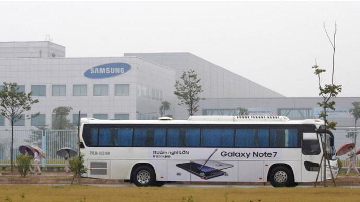 Bên ngoài nhà máy của Samsung ở Thái Nguyên, tháng 10/2016 - Ảnh: Reuters.