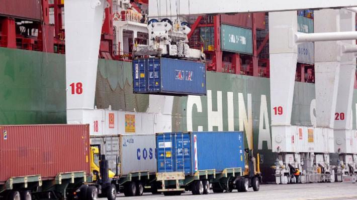 Những container hàng hóa tại cảng biển ở Long Beach, bang California, Mỹ ngày 4/4 - Ảnh: Reuters.
