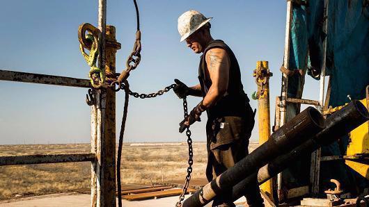 Giá dầu đang được hỗ trợ bởi nhiều yếu tố - Ảnh: Bloomberg/Getty/CNBC.