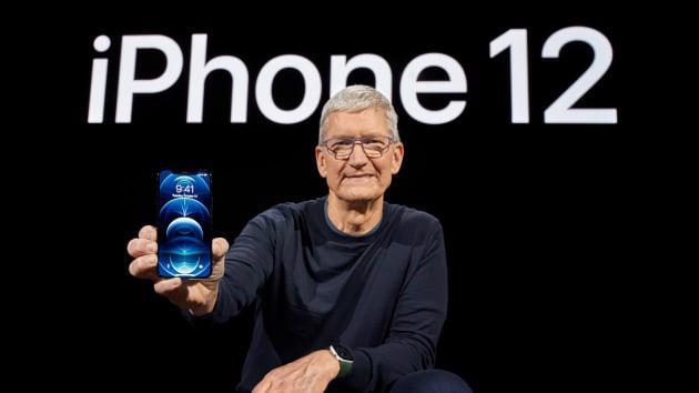 Tổng giám đốc (CEO) Time Cook của Apple giới thiệu iPhone 12 ngày 13/10 - Ảnh: CNBC.