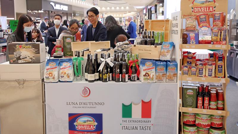 Sự kiện có sự tham gia của 10 nhà phân phối và nhập khẩu hàng Ý tại Việt Nam.