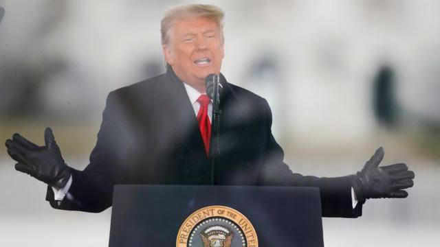 Tổng thống Mỹ Donald Trump phát biểu trước đám đông người ủng hộ ông ở Washington DC hôm 6/1, trước khi xảy ra vụ bạo loạn ở Capitol Hill - Ảnh: Reuters.
