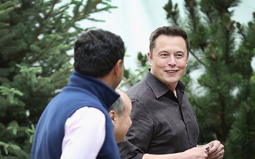 Elon Musk dành khoảng 80 - 100 tiếng mỗi tuần cho công việc - Ảnh: Business Insider.