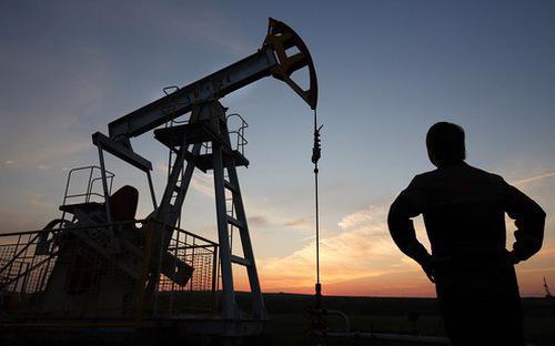 Giới phân tích nói rằng các nhà giao dịch dường như đang gia tăng mạnh số vị thế bán khống dầu - Ảnh: Reuters.<br>